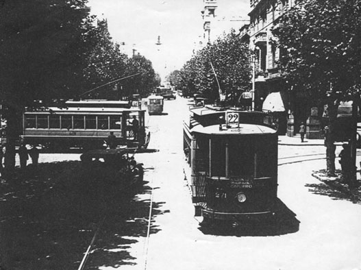 Two cars of former `La Transatlantica�, which became the `LT division� of S.C. de M., near downtown - SODRE collection photo
