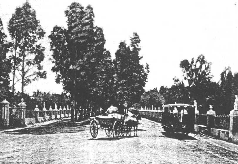 El tranvia del Prado tuvo dos coches y dejo de funcionar por el mal estado de la via producto de la falta de mantenimiento - Foto archivo M. Benoit